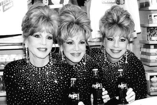 麦瑰尔姐妹(从左至右):克丽丝汀、菲利丝、桃乐丝。