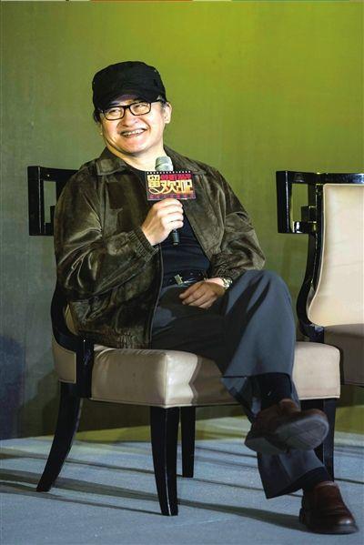 演唱会团队为刘欢专门配备了造型师。本报记者吴平摄