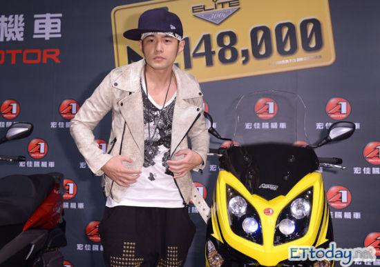 周杰伦表示会帮林志炫写歌