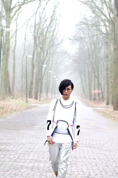周笔畅新歌《Running Away》MV