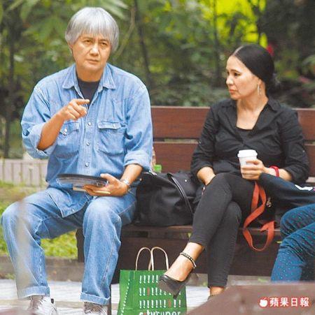潘越云与刘姓白发男互动