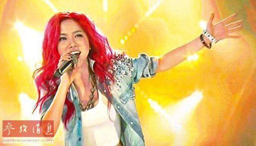 邓紫棋在《我是歌手》第二季总决赛中献唱《一无所有》。