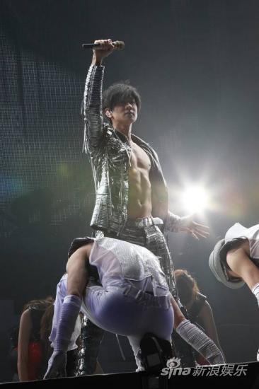 林俊杰《IamJJ》:他就是舞台皇者