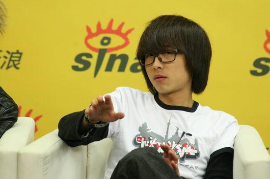 图文:俞思远携BIZ独家做客-复古发型搞怪