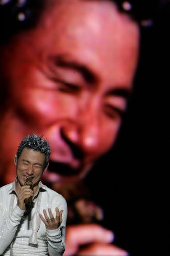图文:张学友巡演珠海站--深情献唱经典歌曲