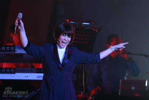图文:蔡琴北京个唱--蔡琴开心笑容