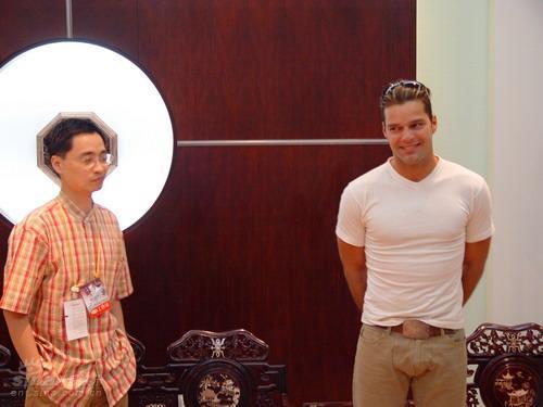 图文:张明相册-和Ricky-Martin在机场贵宾室