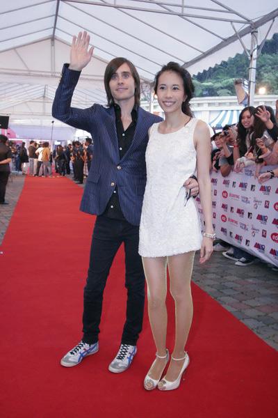 图文:MTV亚洲大奖红毯--JaredLeto与莫文蔚