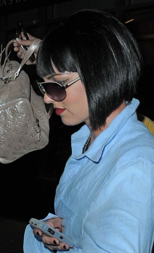 """组图:布兰妮戴黑色复古假发造型很""""雷"""""""