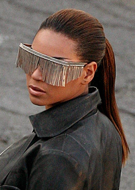 图文:碧昂斯拍摄最新歌曲MV-眼镜设计感强烈