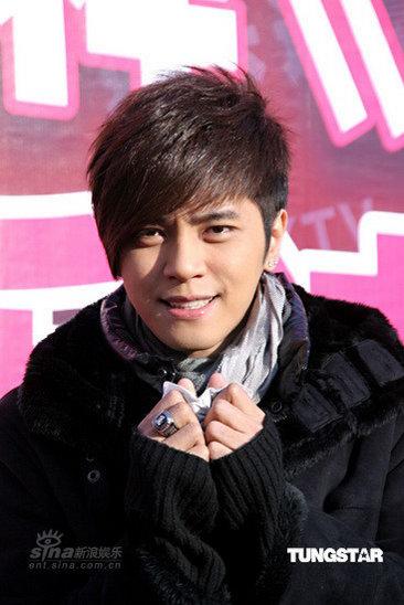 组图:罗志祥签唱会上扮可爱否认买榜事件