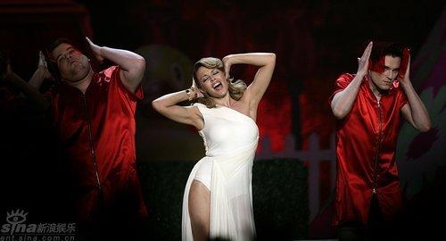 图文:全英音乐奖现场--凯莉米洛与搭档登台