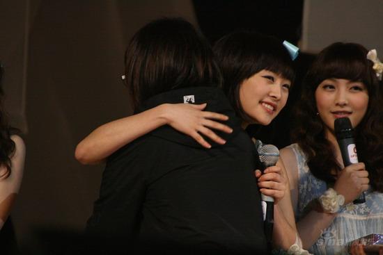 组图:韩女子组合Kara开歌迷会千名Fans助阵