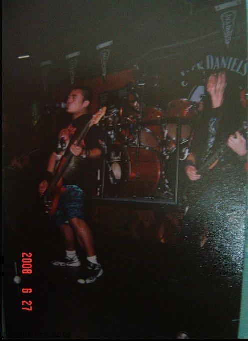 图文:窒息乐队11年回顾--2001年深圳根据地酒吧
