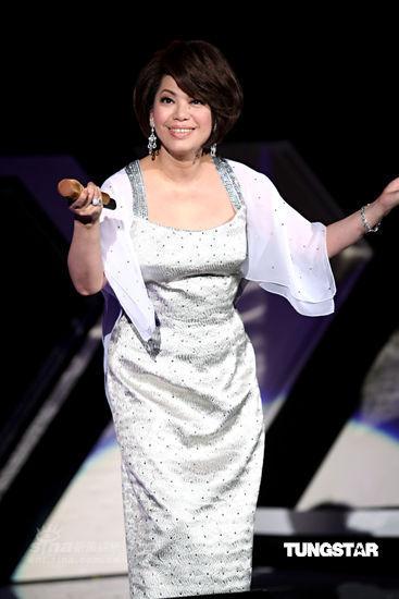 图文:蔡琴演唱会唱经典曲目-邀观众共歌