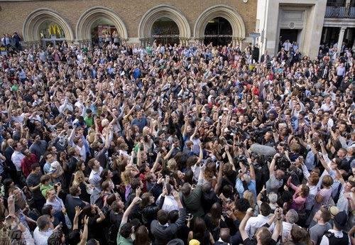 组图:伦敦快闪族自发聚集悼念迈克尔-杰克逊