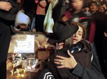 组图:阿根廷歌迷纪念杰克逊女歌迷痛哭晕厥