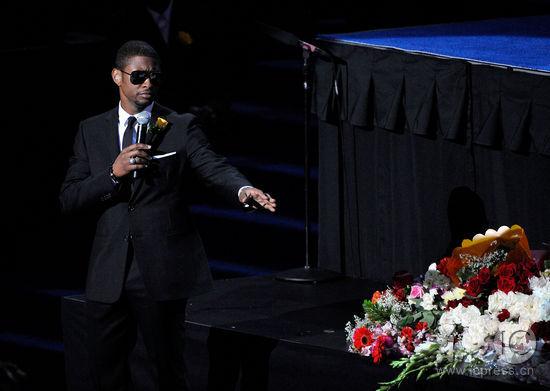 图文:杰克逊公众悼念仪式--亚瑟小子追忆杰克逊