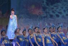 组图:祖海大会堂两度落泪观众同唱《为了谁》