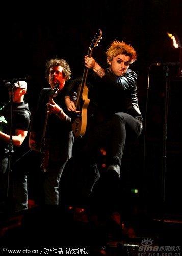 图文:2009MTV欧洲音乐大奖--绿日乐队激情演出