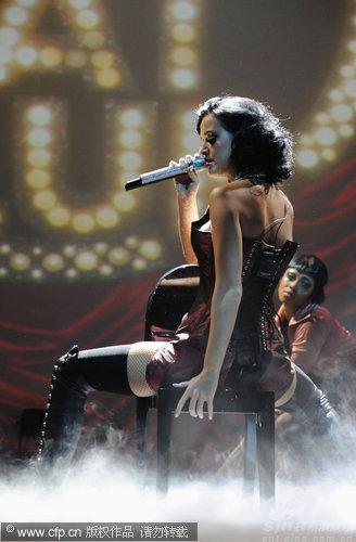 图文:2009MTV欧洲音乐大奖--凯蒂佩里妖娆登台