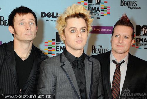 图文:09MTV欧洲音乐奖红毯-绿日乐队滑稽搞怪