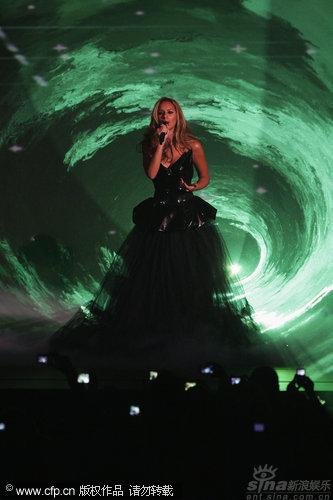 图文:丽安娜-刘易斯秀天籁歌声-星河流转