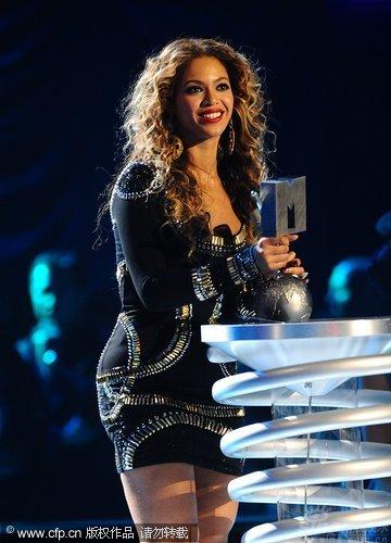图文:碧昂丝收获MTV三项大奖-获奖激动