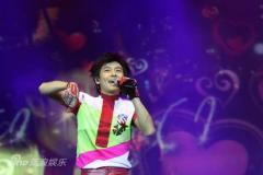 组图:林志颖个唱上海举行近万名歌迷为之疯狂