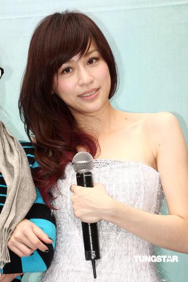 图文:王心凌新专辑签唱会--展示成熟女人味