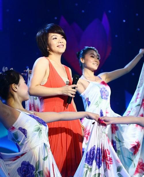 """组图:吕良伟《民歌大会》旧情不断""""上海滩"""""""
