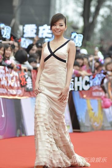 图文:华语榜中榜颁奖礼红毯-张靓颖着华美礼服