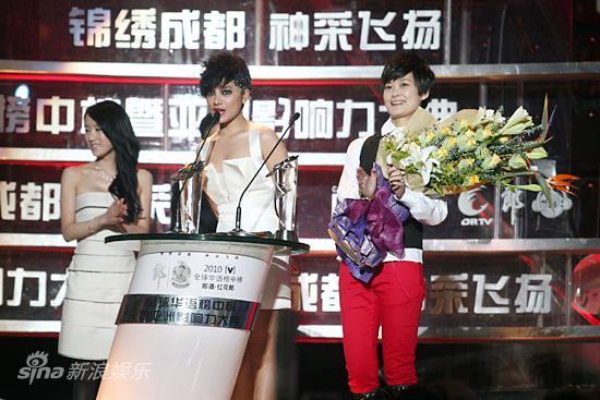 图文:华语榜中榜现场-两代超女冠军