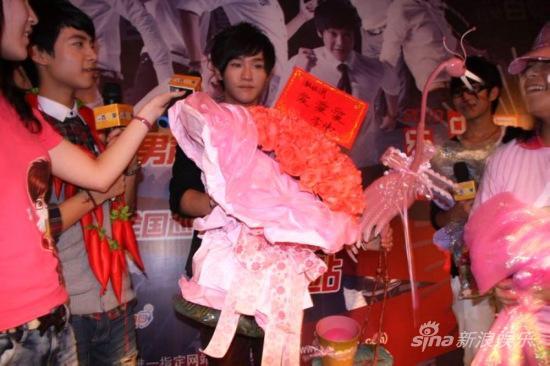 李炜谭杰希吴俊余福州签售《我的舞台》(组图)