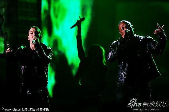 图文:第53届格莱美现场-Dr. Dre携手痞子阿姆表-第53届格莱美现场版