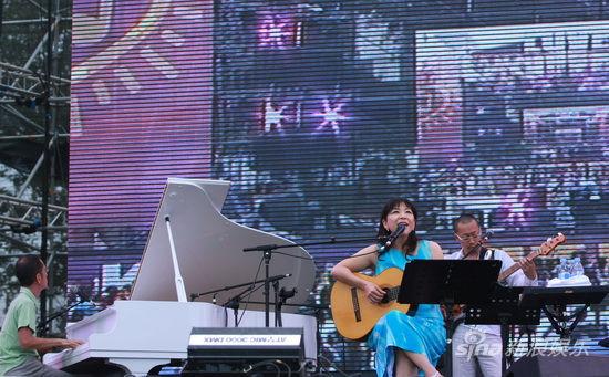 小野丽莎与乐队