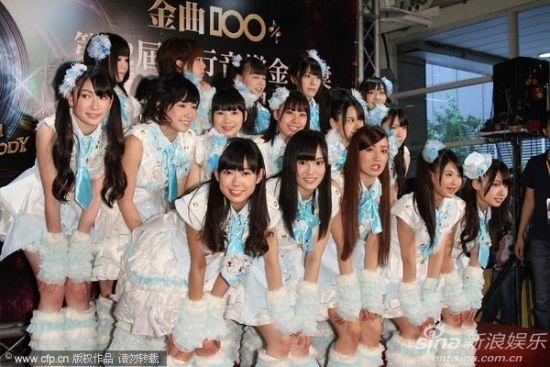 图文:第22届台湾金曲奖红毯 女子组合akb48