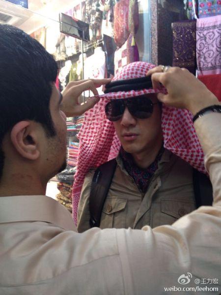王力宏非洲度假 戴头巾变阿拉伯帅哥