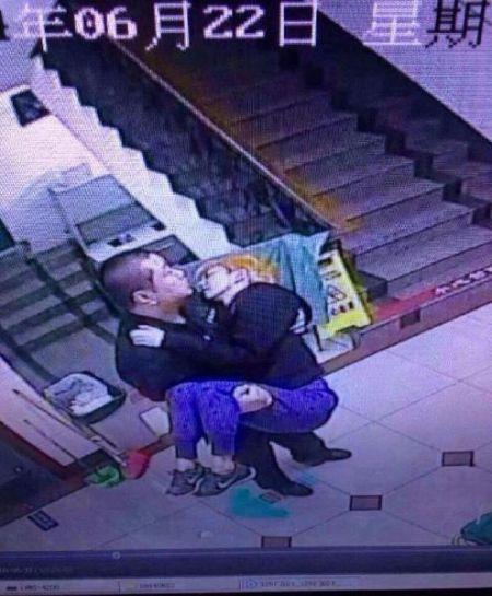 网曝孙燕姿演唱会结束后晕倒