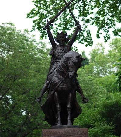 战争让这座雕像留在纽约中央公园