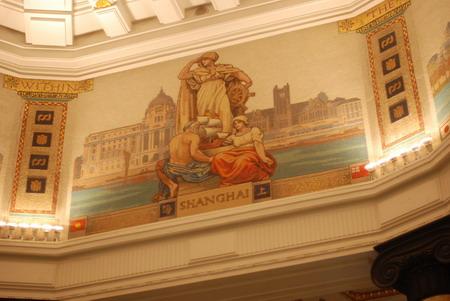 上海依旧,壁画两侧的标志换了主人