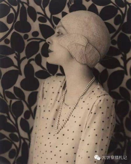 1929 Doris Zinkeisen wearing a polka dot blouse