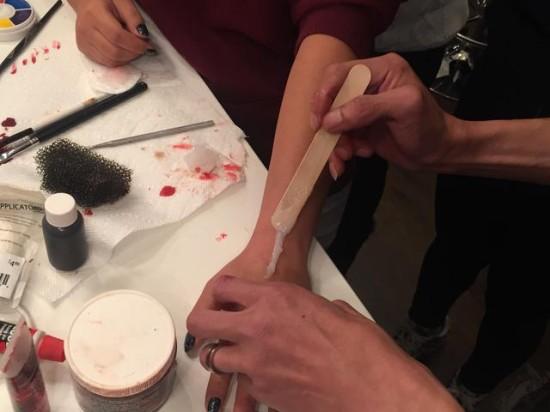 万圣节   5分钟做个伤口妆,不流血的僵尸不是好吸血鬼