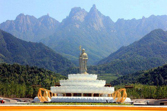 九十九米高地藏菩萨
