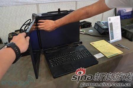 电脑被改装成了街机,用摇杆来打飞机的体验应该比键盘来的强很多吧!