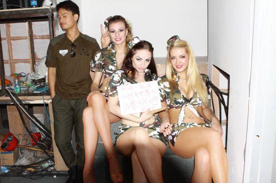克世界 俄罗斯美女超搞笑合影图片
