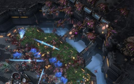 《星际争霸2:虫群之心》