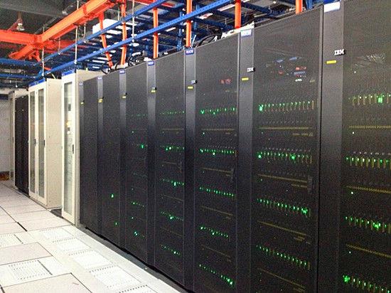 采用最新8核高性能IBM刀片服务器