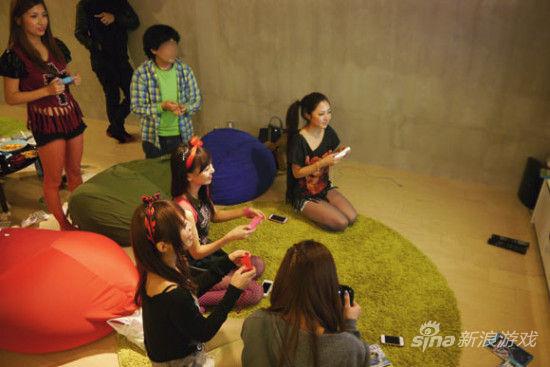 WiiU能让五名美女齐聚陋室可见魅力