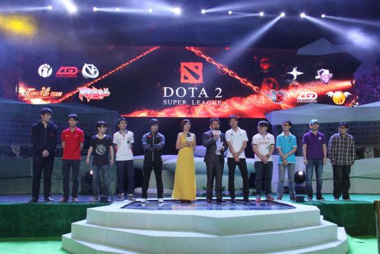 DSL十支参赛队伍领队出场亮相